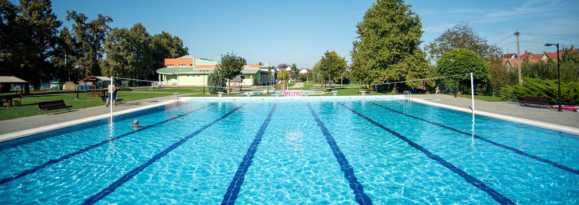 Szigetvári Gyógyfürdő mélyvizes medencével